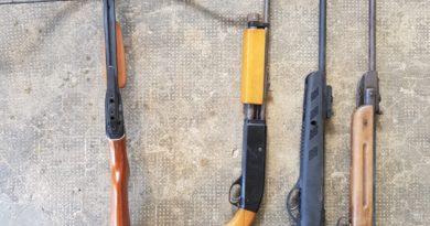 Cercetat pentru contrabandă și  nerespectarea regimului armelor și al munițiilor