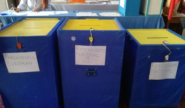 S-au deschis secțiile de votare la ora 7