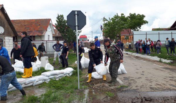 Lucrări de îndepărtarea efectelor inundației la Sânpaul