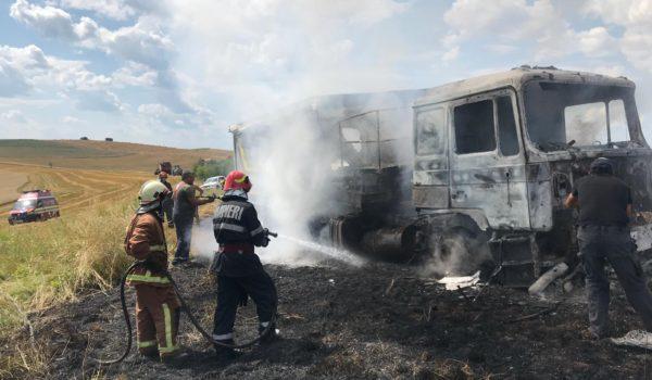Incendiu la un autocamion la Fărăgău