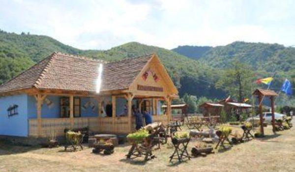Casa alegorică a Reghinului vă așteaptă la Festivalul Văii Mureșului!