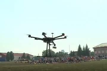 (Video) Zeci de drone s-au ridicat deasupra Aerodromului, la festivalul din Târgu Mureş