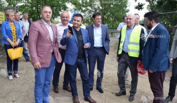 Vicepremierul Suciu a inaugurat şantierul bazinului olimpic de la Târgu Mureş, finanţat de CNI cu 24,5 milioane de lei