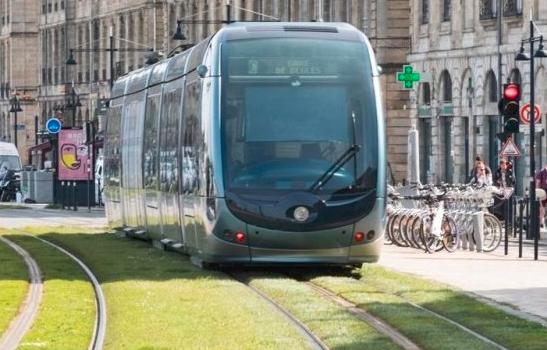 Idei pentru Mureş: A fost semnat al doilea mare proiect de reabilitare a infrastructurii de tramvai la Iaşi