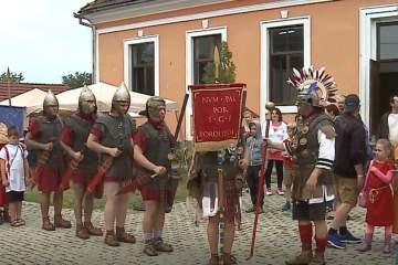 Un festival tradiţional i-a purtat pe oameni în atmosfera Imperiului Roman