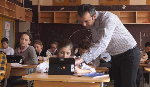 Elevii de la Școala Gimnazială Acățari învață Matematică și Informatică în laboratorul Digitaliada