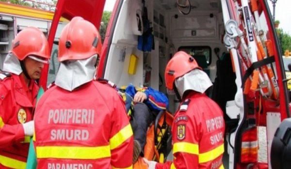Doi muncitori electrocutați la Stânceni, transportați la Spitalul Municipal Toplița