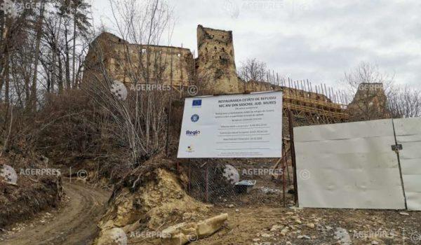 Restaurarea Cetăţii Ţărăneşti de secol XIV din Saschiz, întârziată din cauza lipsei forţei de muncă