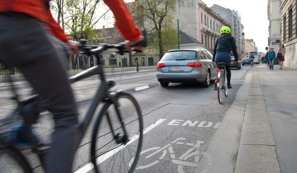Standard de construcție în Codul Rutier, pentru facilitarea pistelor de biciclete și trotinete