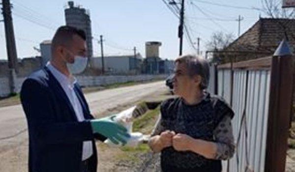 Consilierul Alexandru Pușcaș oferă o masă caldă vârstnicilor din Reghin